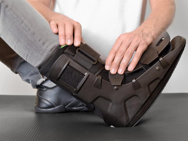 proteza nieusztywniająca nogę